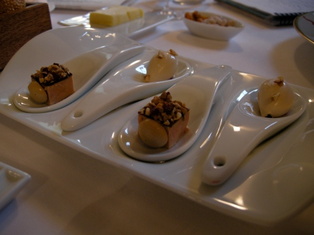Foie Gras, noix, cerises, cafe
