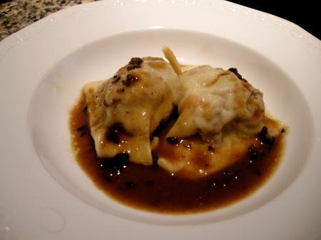 Ravioli di coda di manzo ed olive nere