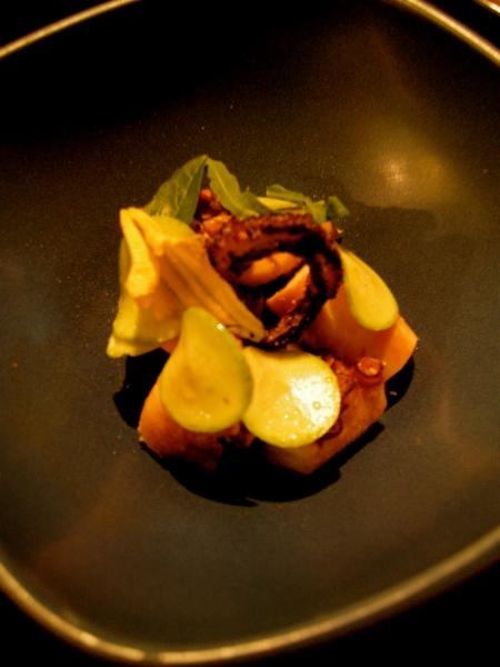 Salade de poulpe, courgette, bouillon reduit
