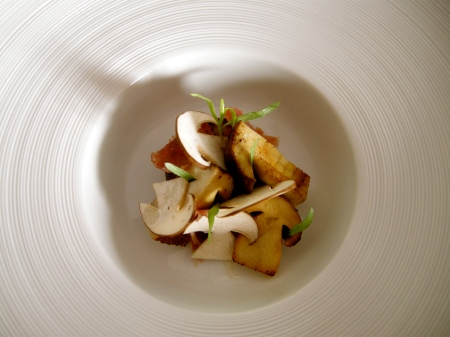 veloute de cepes, des cepes rotis/crus, jambon de porc noir basque
